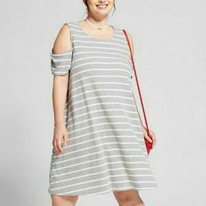 Plus Size Knit Cold Shoulder Dress (2)